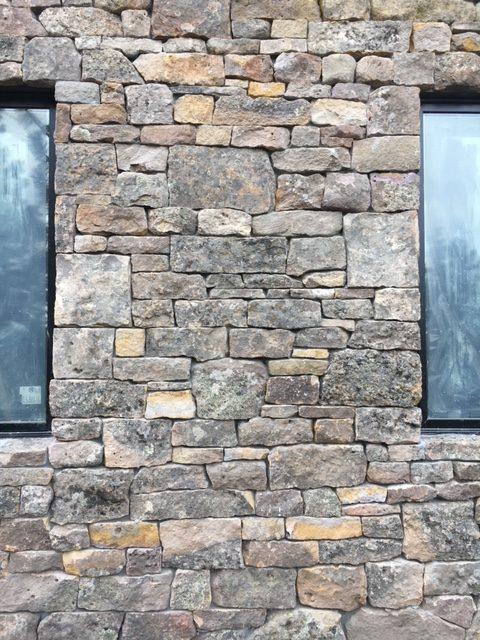 Natural Stone Veneers ǀ Faux Stone Siding ǀ Stone Veneer: Montana Moss Random Natural